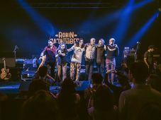 Backyard Acoustic Season: Robin and the Backstabbers și Melting Dice