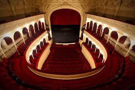 Teatrul Rosu Pariu pe Charlie sau când își baga soacra nasul