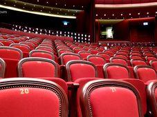 "Teatrul Rosu: Crima la Howard Johnson"","