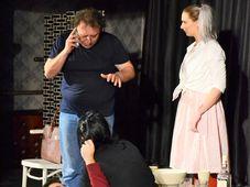Teatrul Rosu:,,Dragoste neregulata''