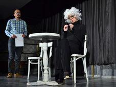 Teatru Rosu: Un barbat si mai multe femei