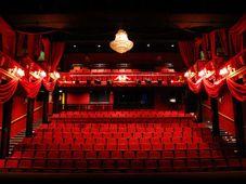 """Teatrul Coquette: """"Hainele cele noi ale Imparatului"""""""