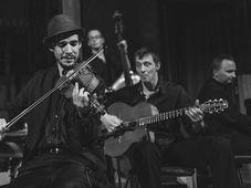 Canarro - gypsy jazz: New York, Paris, Budapest @ Capcana