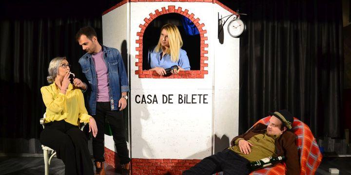 """Teatrul Rosu:  """"Iubire dublu distilată"""""""