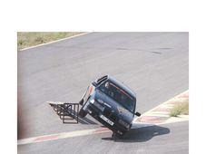 Experimenteaza viteza printr-un test cu o masina de curse puternica
