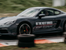 Drive a Porsche! 3 2 1... start adrenalina cu masini de curse!