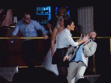 Teatrul Rosu: Divort in ziua nuntii