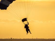 Testeaza-ti limitele adrenalinei - salt cu parasuta in tandem