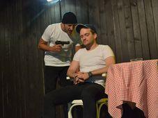 Teatrul Rosu: Prima întâlnire