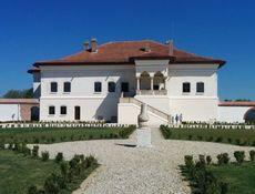 Conace Boieresti: Palatul Potlogi - Conacul Bratienilor - Memorialul Inchisoarea Pitesti