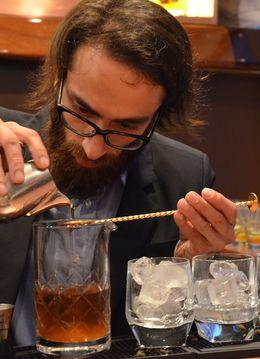 Dezvoltare personala: Invata secretele cocktailurilor de la un barman profesionist