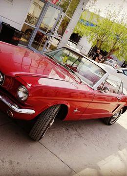 Plimbare prin Bucuresti cu Mustang Cabrio
