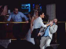 """Super comedia """"Divort în ziua nunții"""" - transmisiune online"""