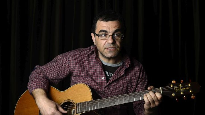 Mihai Margineanu canta la Hard Rock Cafe